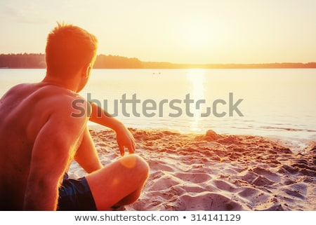 homme · séance · plage · seuls · vide - photo stock © prg0383