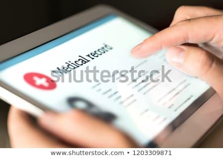 női · orvos · gyönyörű · olvas · orvosi · diagram - stock fotó © hasloo