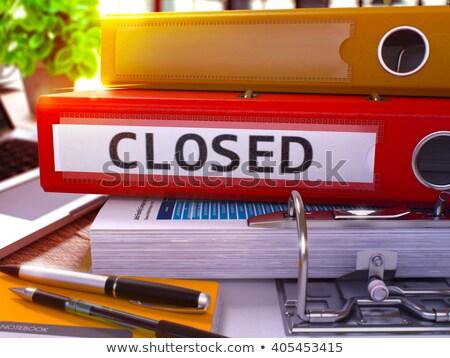 Kırmızı halka kapalı çalışma tablo Stok fotoğraf © tashatuvango