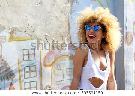 portret · opgewonden · jonge · vrouw · zonnebril · drinken - stockfoto © deandrobot