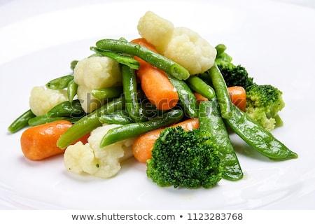 Taze yeşil organik brokoli beyaz çanak Stok fotoğraf © marylooo