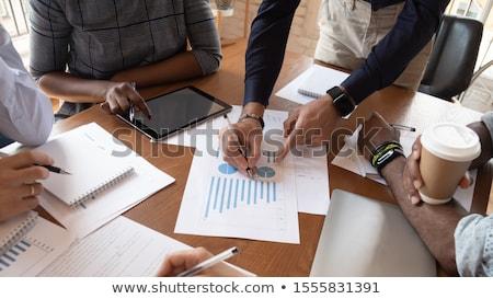 Stock fotó: Bankár · munka · fiatal · komoly · bróker · néz