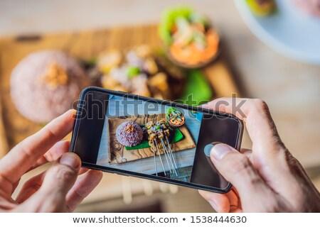 Alimentos aplicación teléfono aplicación beneficios manos Foto stock © galitskaya