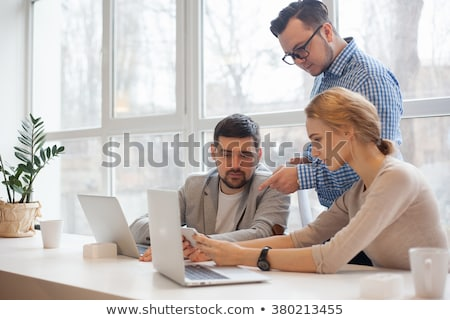 Biznesmenów patrząc sprawozdanie biuro uśmiech szczęśliwy Zdjęcia stock © photography33