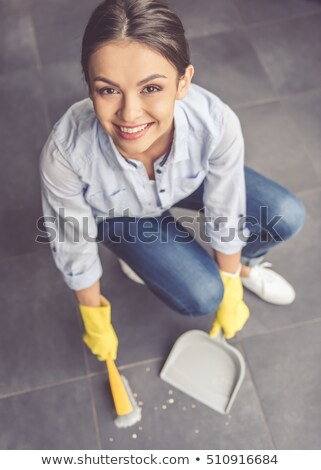 улыбаясь молодые горничная щетка пыли Сток-фото © wavebreak_media
