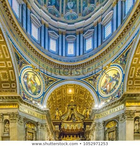 Dentro basílica Cidade do Vaticano ver impressionante cúpula Foto stock © photocreo