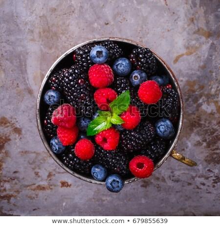 Taza maduro frambuesas piedra mesa Foto stock © karandaev