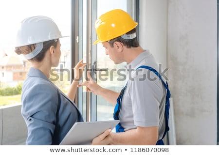 Architecte travailleur de la construction fenêtres femme bâtiment Photo stock © Kzenon