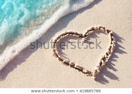 Szó szeretet tengerparti homok szív óceán egyedül Stock fotó © photocreo