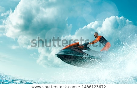 hombre · jet · ski · mar · sonriendo · vacaciones · color - foto stock © njaj