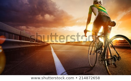Foto d'archivio: Cyclists Riding Cycles On Open Road