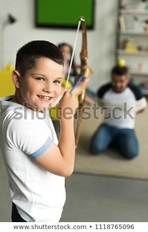Foto stock: Ninos · jugando · arco · flecha · casa · nina · deporte