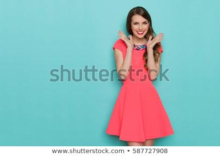 Mujer hermosa sonrisas mano barbilla jóvenes sonriendo Foto stock © feedough
