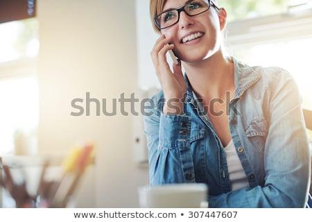 lövés · nő · internet · okostelefon · fiatal · mosolygó · nő - stock fotó © stryjek