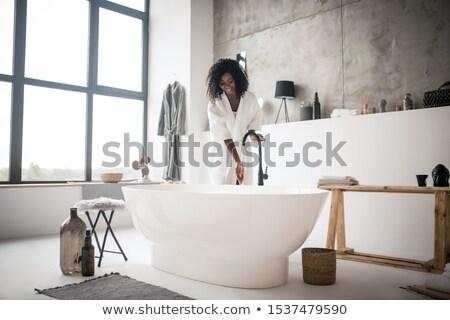 Schiumoso caldo bagno moderno bagno poco profondo Foto d'archivio © lightpoet