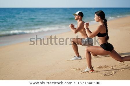 feliz · Pareja · ejecutando · playa · puesta · de · sol · mujer - foto stock © -baks-