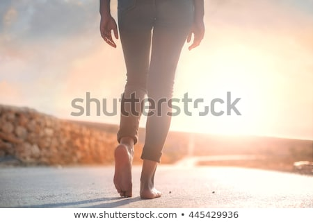 Kobieta spaceru boso ścieżka Zdjęcia stock © IS2