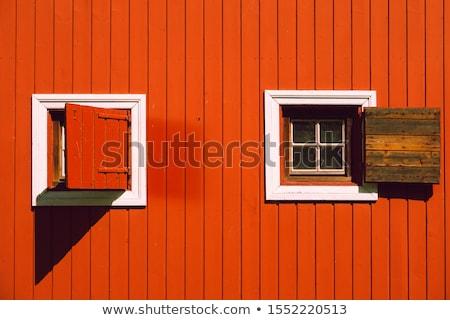 Iki pencereler kırmızı mimari detay eski Stok fotoğraf © eh-point