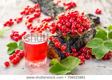 Piros ribiszke dzsúz üveg gyümölcsök fa asztal Stock fotó © manaemedia