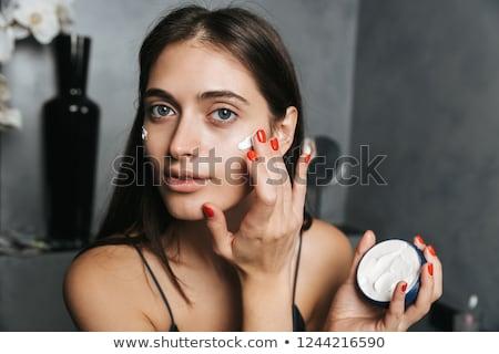 Fotografia zadowolony kobieta długo ciemne włosy stałego Zdjęcia stock © deandrobot