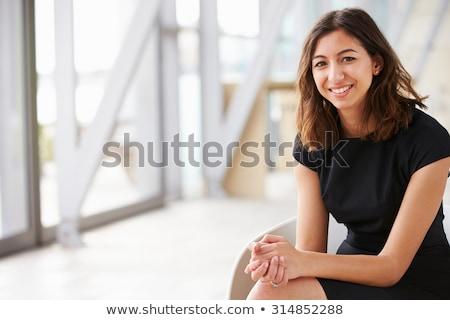 kisebbségi · üzletasszony · portré · fiatal · iroda · mosolyog - stock fotó © nyul