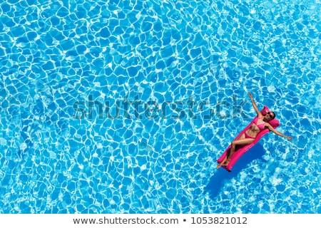 Mulher flutuante relaxante ar colchão topo Foto stock © smoki