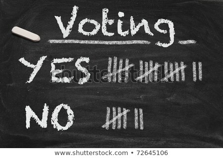 Foto stock: Counting Yes Or No By Tally On A Blackboard