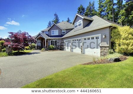three car garage and white large car with driveway foto stock © iriana88w