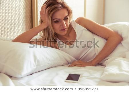triste · mulher · espera · telefone · cama · solitário - foto stock © elenaphoto
