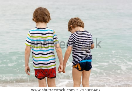 Aranyos fiú jókedv viharos tengerpart gyerekek Stock fotó © meinzahn