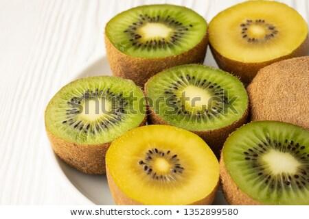 Verde amarelo kiwi fatias fruto caixa Foto stock © pakete