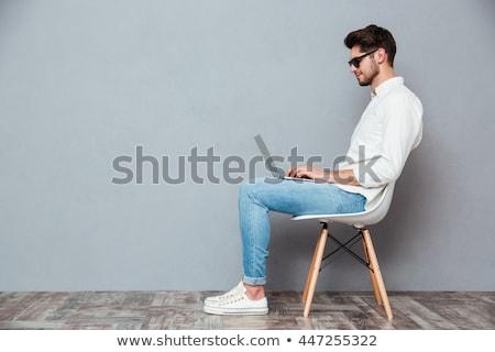 Knap jonge man zonnebril vergadering stoel mode Stockfoto © deandrobot