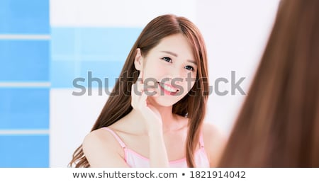 bakıyor · omuz · tam · uzunlukta · portre · genç · işkadını - stok fotoğraf © deandrobot