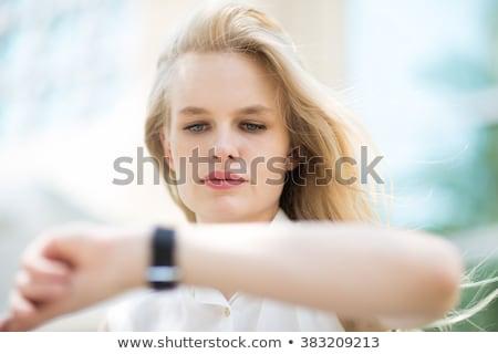 少女 · 着用 · 手 · 若い女の子 · スマート · 時計 - ストックフォト © manaemedia