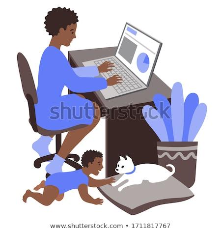 dolgozik · anya · baba · fókuszált · multitaszking · laptop - stock fotó © toyotoyo