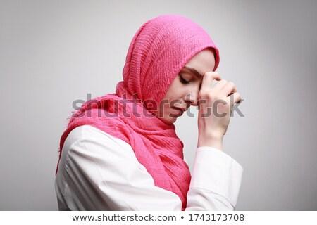 вид сбоку арабский религиозных женщину хиджабе молиться Сток-фото © pressmaster