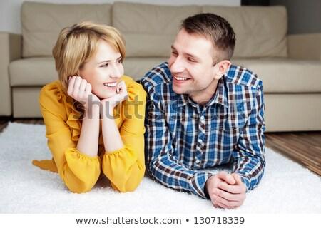 vrouwen · bank · glimlachend · ander · huis · gezicht - stockfoto © wavebreak_media