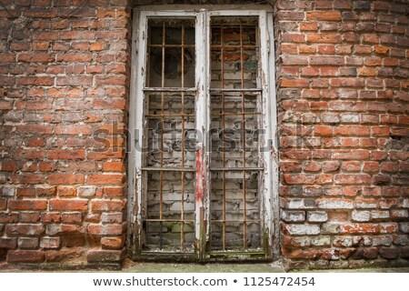 Mur up fenêtre abandonné extérieur de la maison Photo stock © sirylok