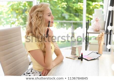Belle femme cosmétiques brosse maquillage président blanche Photo stock © lunamarina