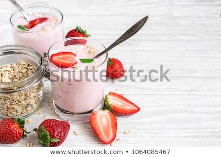 Foto stock: Dos · gafas · frescos · yogurt · muesli · vidrio