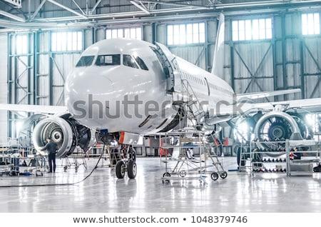 Foto stock: Aeronaves · despegue · aeropuerto · tecnología · azul · avión