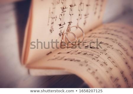 Piano teclado anéis de casamento pormenor casamento amor Foto stock © CaptureLight