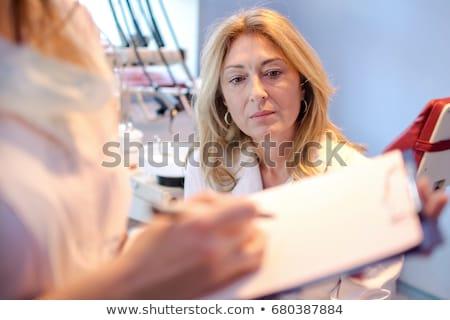 femenino · médico · bloc · de · notas · azul · corazón - foto stock © stevanovicigor