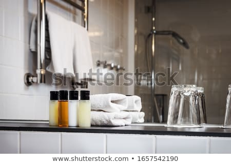 Stockfoto: Hotel · uitrusting · spa · zeep · shampoo · handdoeken
