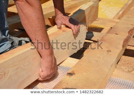Werknemer gesneden houten balk bouwvakker oude Stockfoto © simazoran
