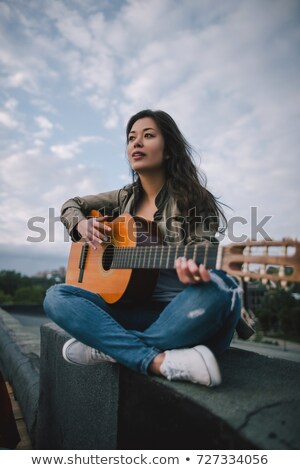 Photo stock: Fille · guitare · chanson · stylo · maison · portable