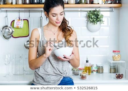 счастливым · женщину · сидят · кровать · еды · злаки - Сток-фото © pablocalvog