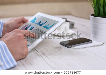 digitális · tabletta · mutat · táblázatok · modern · munkahely - stock fotó © redpixel