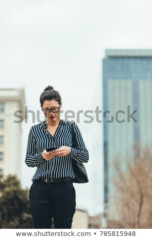 portret · gelukkig · asian · zakenvrouw · lopen - stockfoto © elwynn