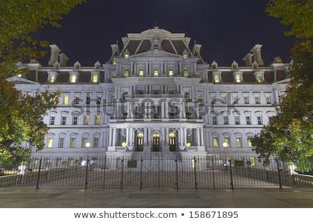Vieux exécutif immeuble de bureaux nuit Washington DC bâtiment Photo stock © billperry